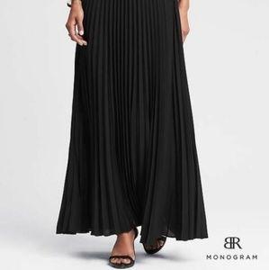 Banana Republic black pleated maxi skirt 10